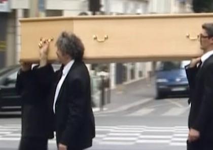 Jean-Yves Lafesse : le porteur funéraire
