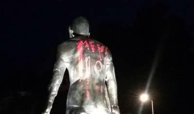 La statue de Ronaldo vandalisée par des fans de Messi