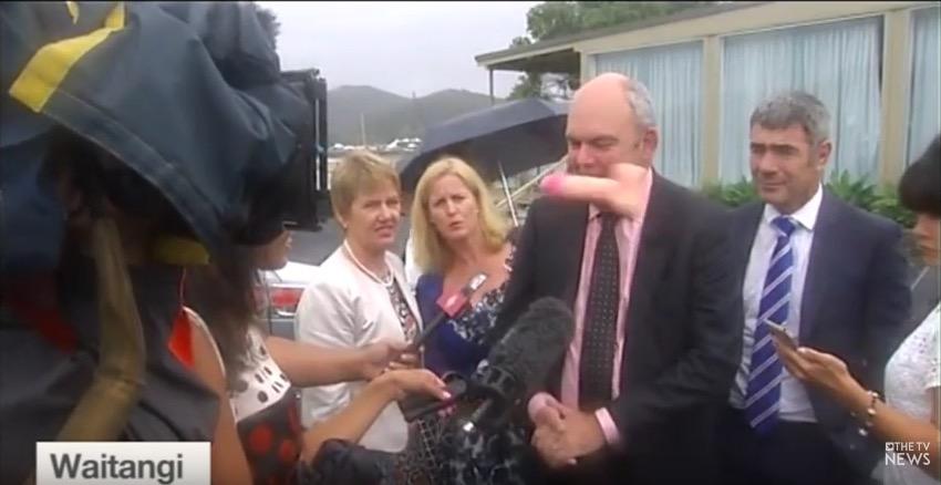 Vidéo : un ministre néo-zélandais visé par un sextoy