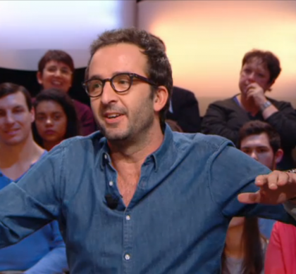 Cyrille Eldin du Grand Journal, agressé au rassemblement de J.M Le Pen (Vidéo)
