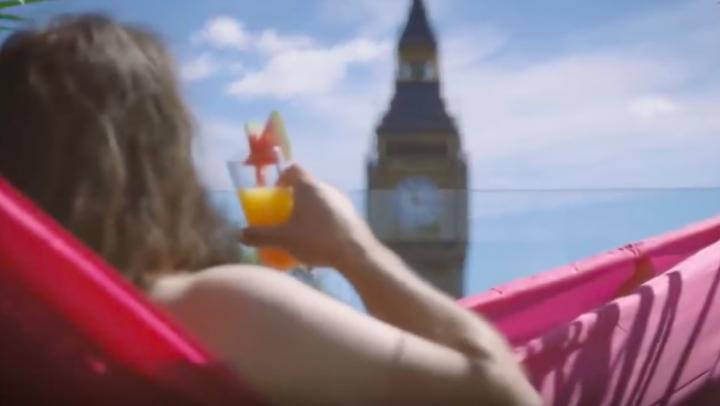 VIDEO Le premier rooftop nudiste vient d'ouvrir à Londres