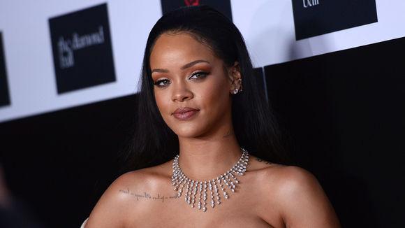 Improbable : Rihanna interpelle François Hollande sur Twitter