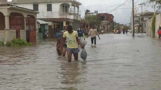 L'ouragan Matthew ravage Haïti – plus de 300 morts – la Floride se prépare au pire