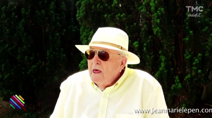 Jean-Marie Le Pen crache en pleine interview !