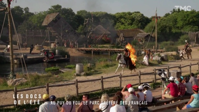 INCROYABLE : Un cheval et son cavalier … en feu !!!