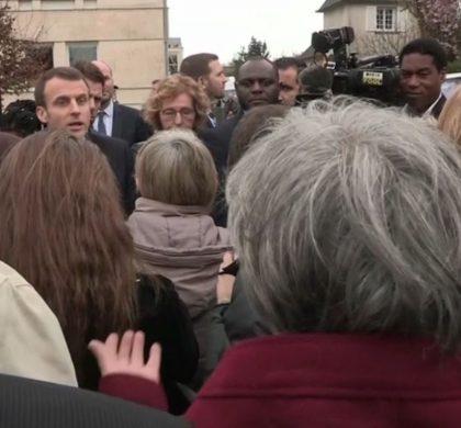 Emmanuel Macron pris à parti par des retraités !!!
